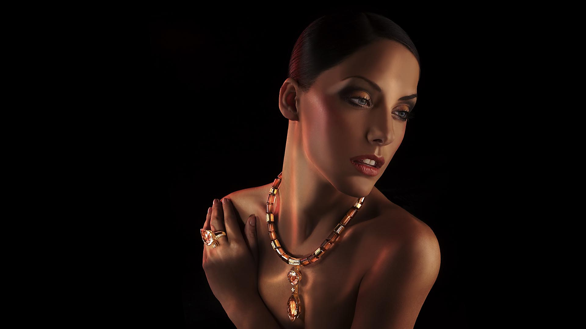 Photography jewels with modell. Imageshot done for Juwelier Leicht