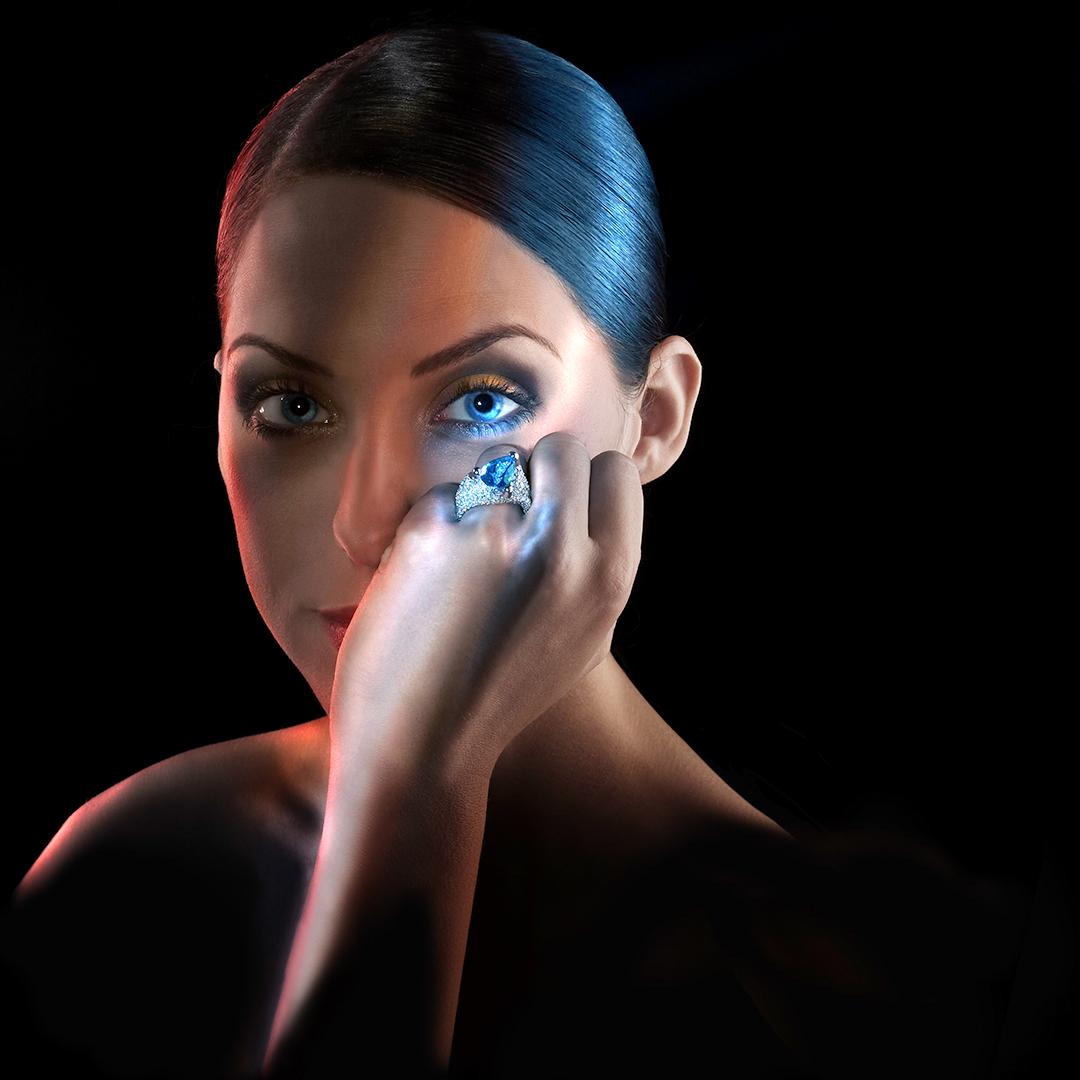 Schmuck am Modell für Juwelier Leicht